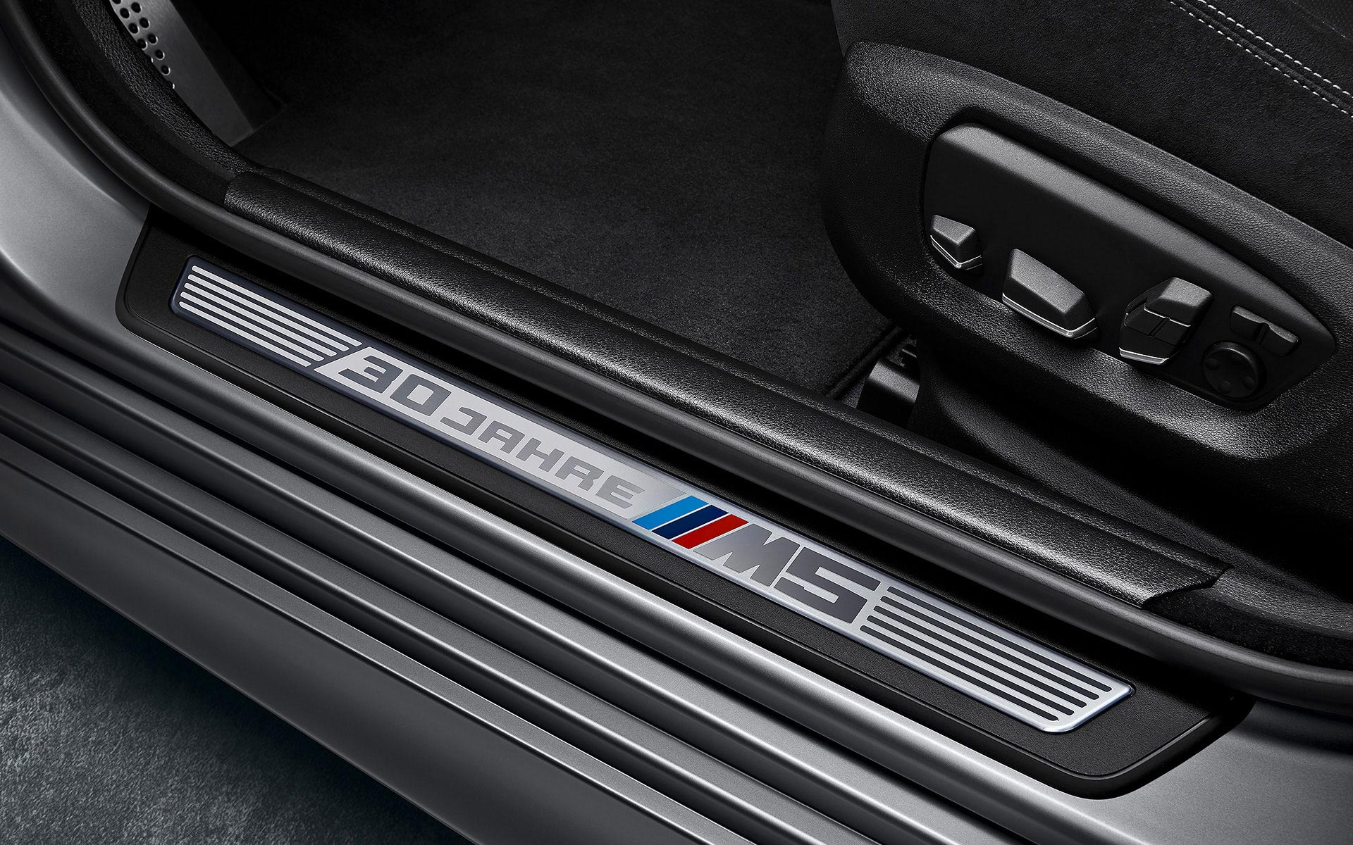 "BMW ""30 Jahre"" M5 Edition entry sill trim"