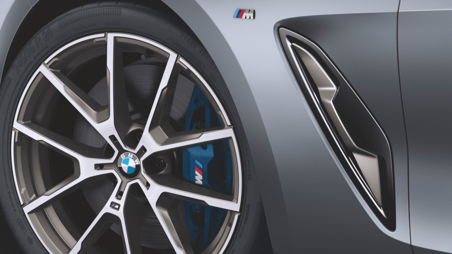 M light alloy wheel and air breather of the BMW M850i xDrive Gran Coupé
