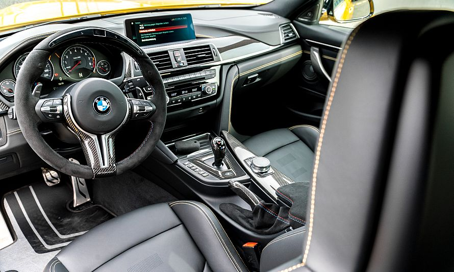 BMW M4 Speedgelb Interieur