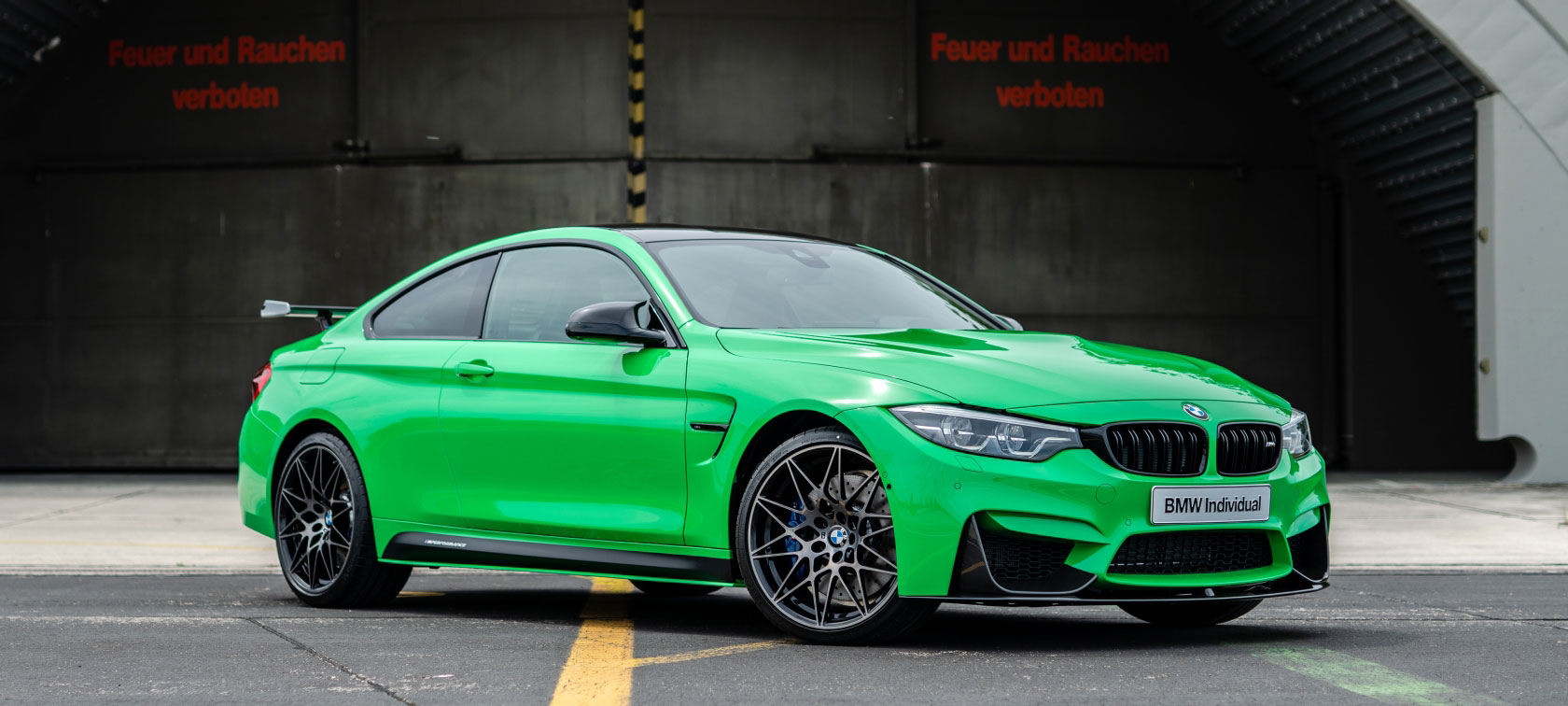 BMW M4 in Special Paint Signal Green