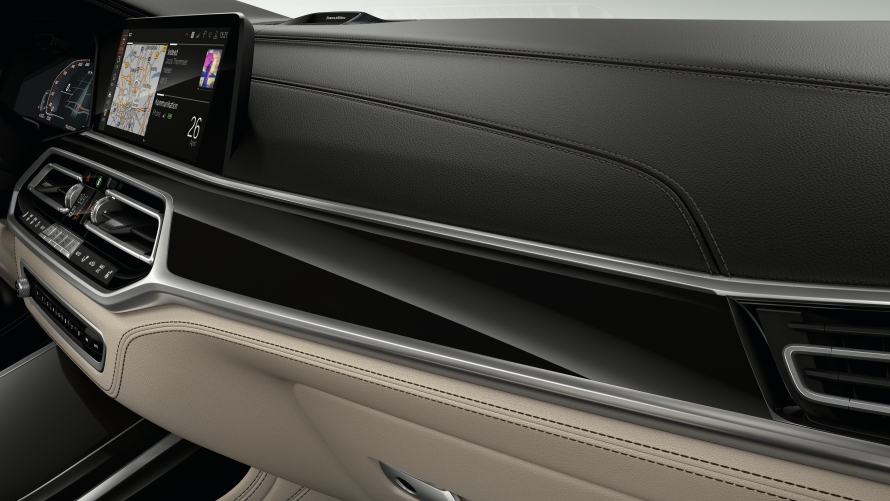 BMW Individual Piano Finish Black with Pearl-gloss Chrome accent line