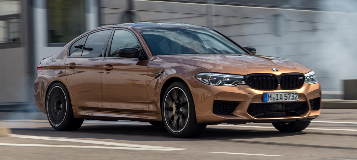 BMW M5 Competition in Zanzibar metallic aus dem M Town Trailer