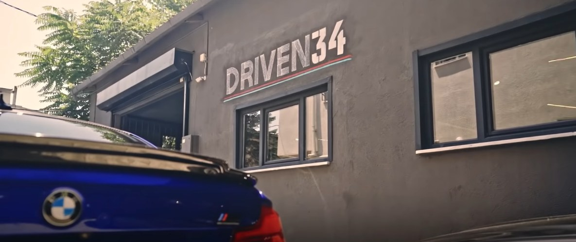 The DRIVEN34 garage in Istanbul by Can Eyilik